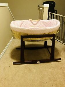 Moses basket/bassinet with stand and bedding