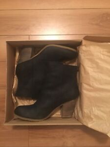 Sell brand new shoes