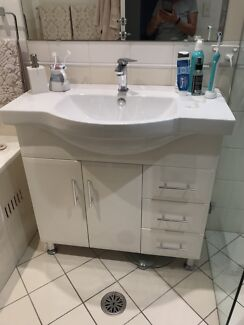 Bathroom sink & chrome mixer tap