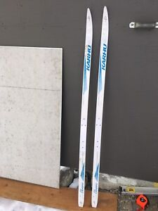 Cross-country skis (150cm)