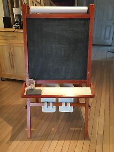 Kids easel / drawing craft station