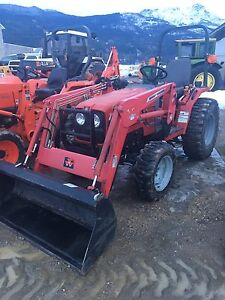 Massey furguson 1531 tractor with loader 4x4
