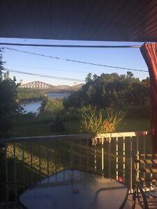 Superbe 7 1/2 à St-Romuald avec vue sur les ponts!
