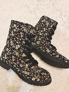Ladies - Floral Boots *size 6* |Brand New|