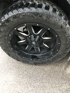 35/12.50/r22 amp A/T tires ON RIMS
