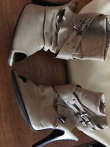 Size 7 beige shoes and purse