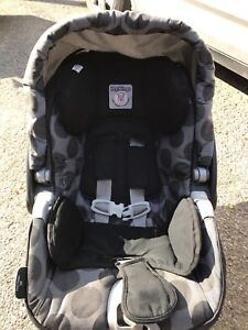 Peg Perego infant car seat with 2 bases