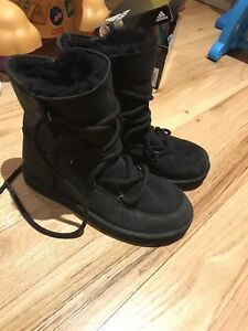Brand new UGG size 6