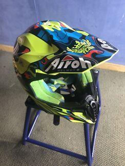 Motorbike gear/parts/stand
