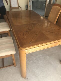 6 seater extendable dining table.