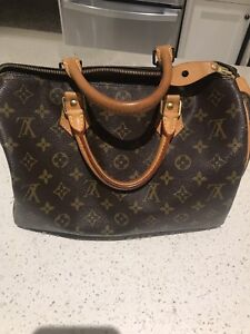 Authentic Louis Vuitton Speedy 30 handbag- mint condition
