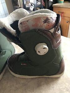Size 8 Contour grip light seep lace snow boarding boots