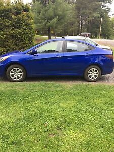 2012 Hyundai Accent Only 118km!!! (decal is a magnet)