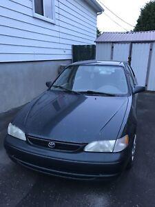 Toyota Corolla 1999 **pour pièces** NÉGOCIABLE