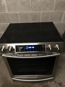 Deluxe Samsung induction WiFi stove - delivery possible