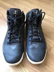 Under Armour Men Basketball Shoes! Like new! Size 8