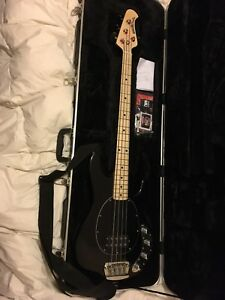 Ernie Ball Sting Ray 4 string with case