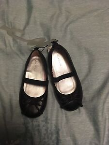 Baby girl black shoes. Size 7.