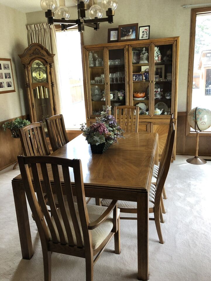 Oak Dining Table With Matching Buffet Hutch