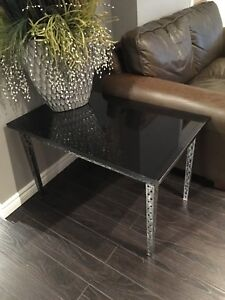 Granite End Table with Hammered Iron Metal Legs
