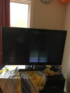 Samsung LCD TV 46 inch for $60 - Display has repairs