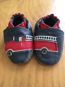 Robeez 6-12 month shoes