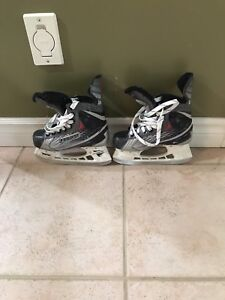 Boys hockey skates sz 2 sold pending pick up