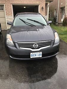 very clean Nissan Altima 2009 for sale