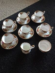 Royal Albert - Old Country Road tea set