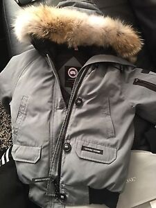 Canada goose pour femme taille small comme neuf