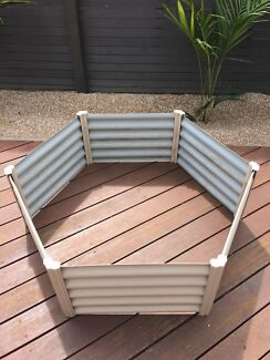 Wanted: Corrigated iron hexagon raised garden bed
