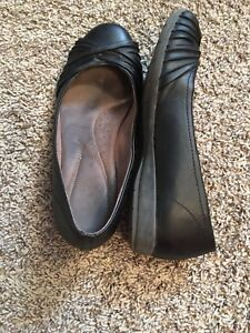 Black Naturalizer leather flats