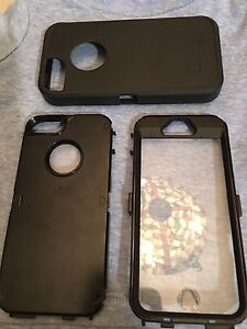 Black Defender Otterbox for iPhone 5s