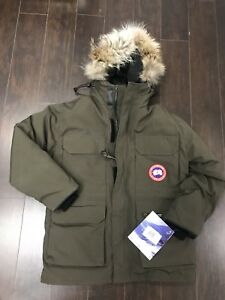 Canada goose Kids  Youth Expedition Parka size M (10-12 y.o)