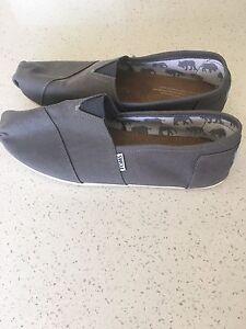 TOMS men shoes