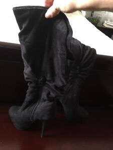 Woman's faux suede high boots