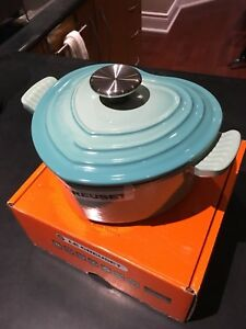 Brand new Le Creuset cast-iron heart 1.9L (2 US Quarts)