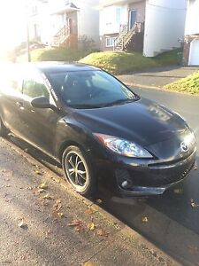 2012 Mazda 3 GS 2L Skyactive, 6-speed FULLY LOADED