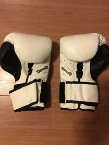 Brand New Condition - Mens Boxing Gloves