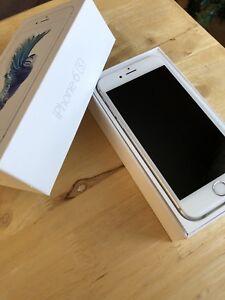 À vendre // Iphone 6s 32gb blanc déverrouillé