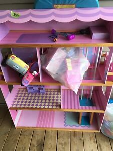 Doll house/ Barbie house & Tent/tunnel/ balls