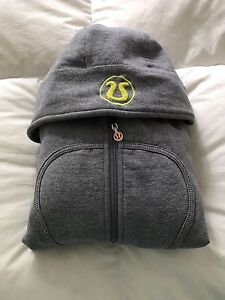 Lululemon scooba hoodie size 4 perfect condition asking 30$