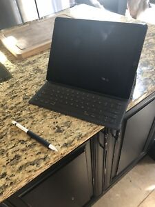 iPad Pro 12inch only few months old 512gb space grey