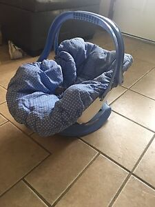 Baby lounger seat