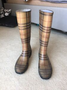 Burberry rain boots size 7.5 (38) - good condition
