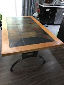 Beautiful Dining Table/Kitchen Table with 6 chairs