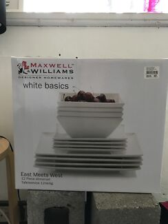 Maxwell Williams 4 person dinner set x 2