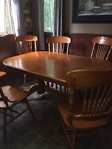 Kitchen Table and six chairs