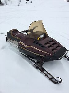 Polaris indy trail 1985 488 fan 500$ou echange