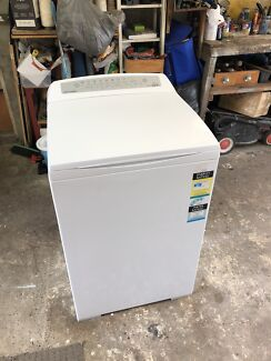 Fisher and paykel 7 kg aqua smart washing machine 3 YEARS OLD!